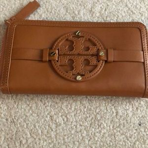 Do you love Tory Burch as much as I do!? Wallet!
